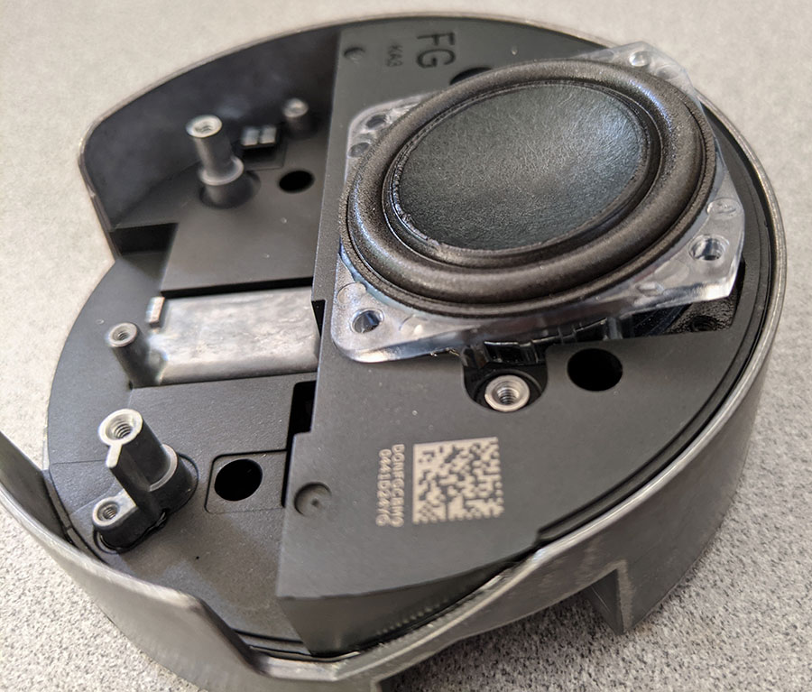 photo of the speaker free from its screws